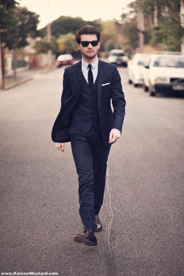 black suit and blue tie - photo #34